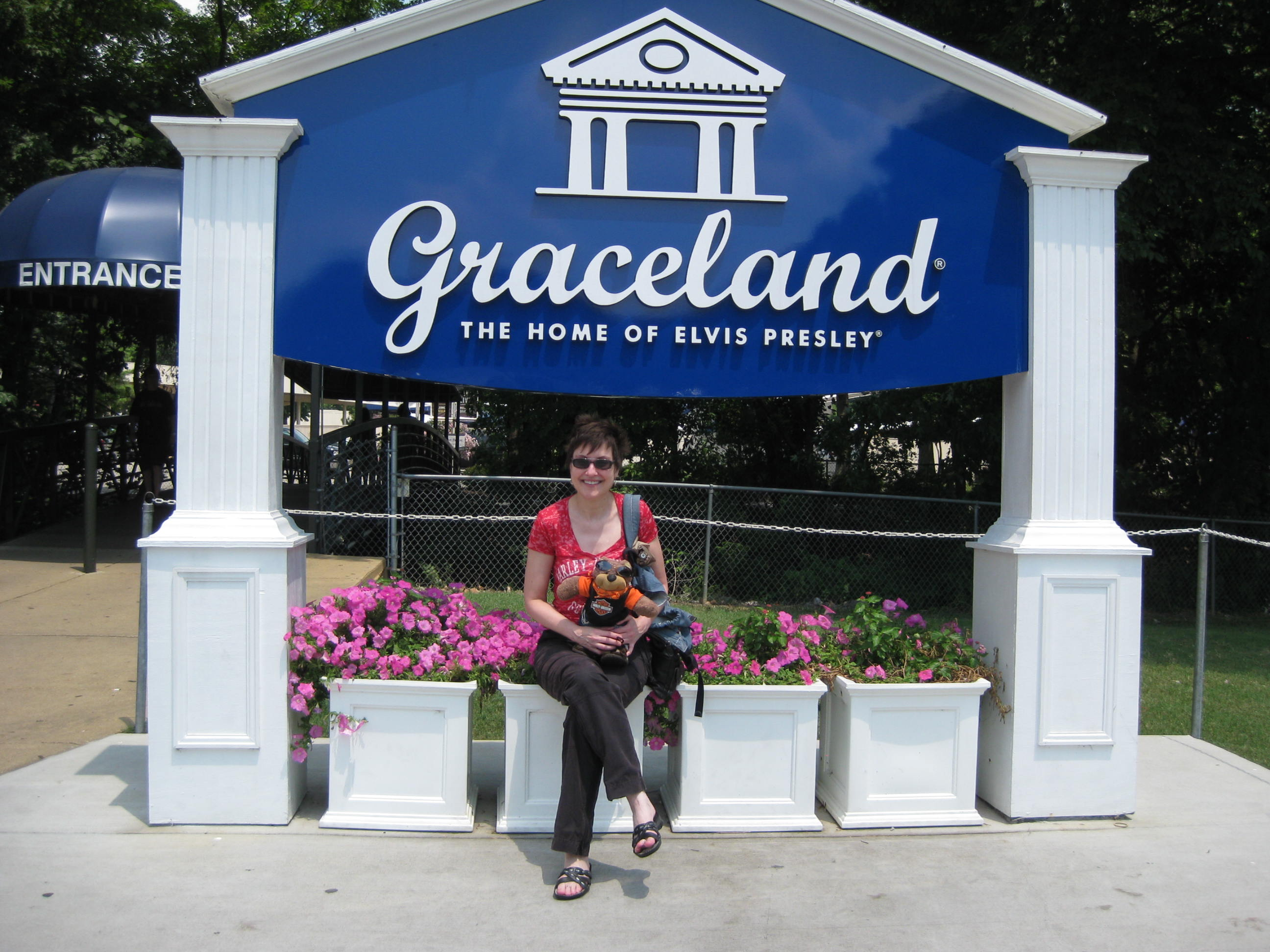 Mitzi Szereto hanging out at Graceland with Teddy Tedaloo